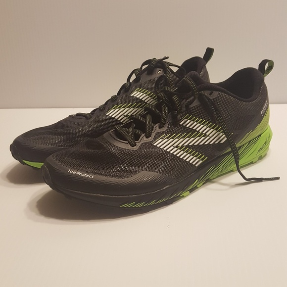 fa2aba2c1f53 New Balance Summit Unknown Trail Running Shoes. M 5c37d704c61777d4a580baa4